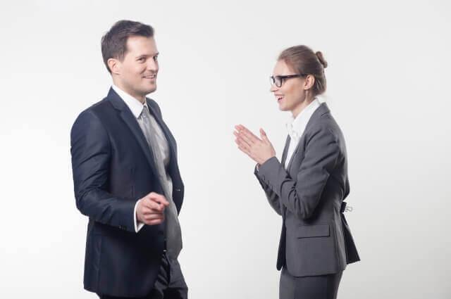 談笑するビジネスマン