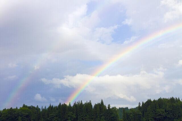 虹の下に虹