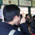 オタク男子(カメラを構える男性)